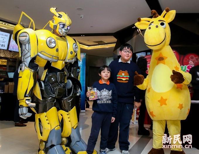 玩具反斗城举办《大黄蜂》首映日观影会 年终回馈嘉宾媒体倾情陪伴