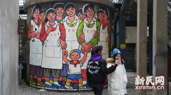 M50园区微更新 纺织女工跃然水塔外墙