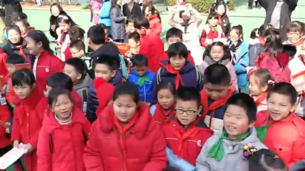 视频 | 沪港两地学生心连心 共同唱响《龙的传人》