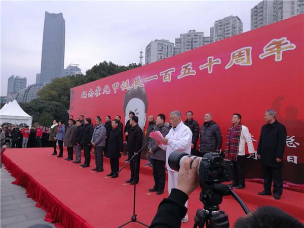 上海纪念霍元甲诞辰150周年 千人外滩打迷踪拳
