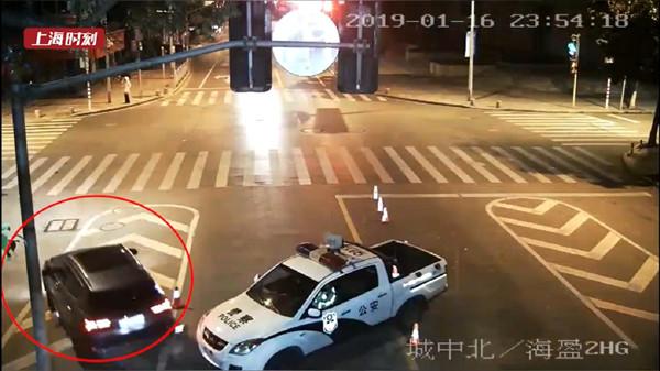 街摄 | 戏精?男子酒驾冲卡后逃逸 又报假警称车被盗