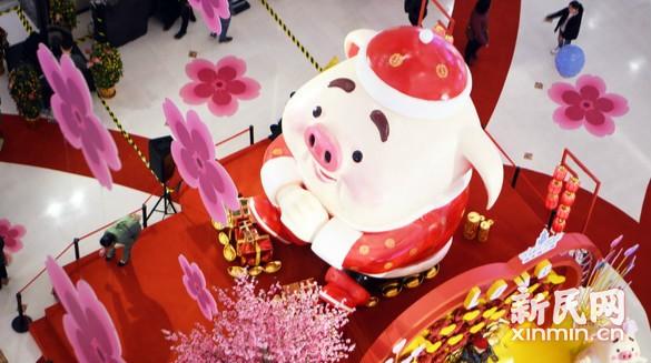 猪年新春将至 卡通小猪拜年迎新岁