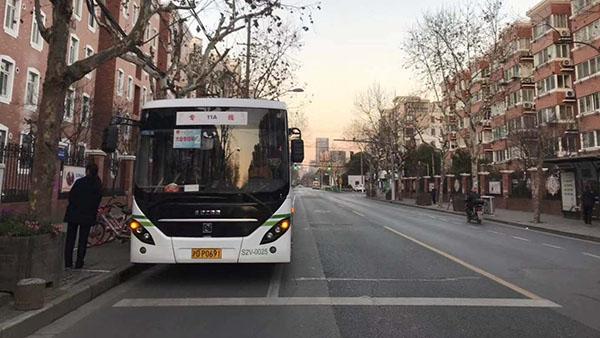 视频 | 市人大代表绿色出行 乘班车前往世博中心