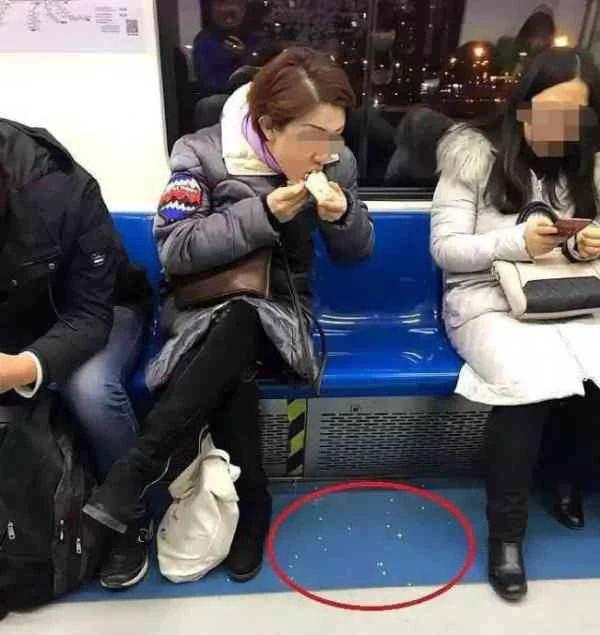 """大快人心!地铁""""凤爪女""""被北京警方拘留!"""