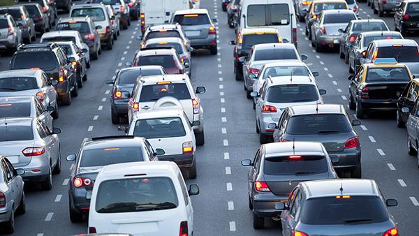 大城市通勤难 专家:私家车应尽量不用于上下班