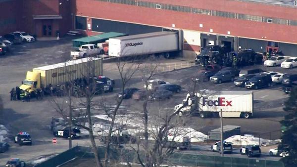 美国伊利诺伊州发生枪击案 致5死5伤