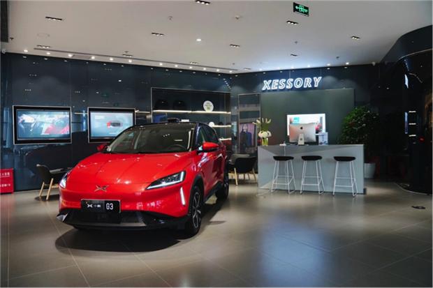 小鹏汽车上海首家体验中心开业