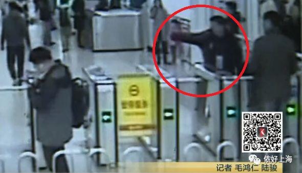 注意!上海地铁里,有人这样调包了交通卡…