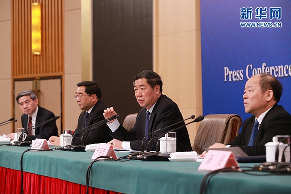 """""""全球经济的波动不可避免地会影响到中国的企业特别是制造业企业"""