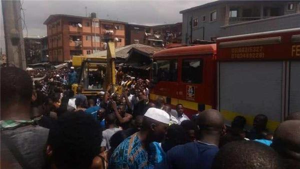 突发!尼日利亚一栋建筑坍塌 有100多人被埋废墟
