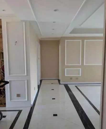 头一次见地砖这样铺的,连卧室都没放过,建议收藏哦!