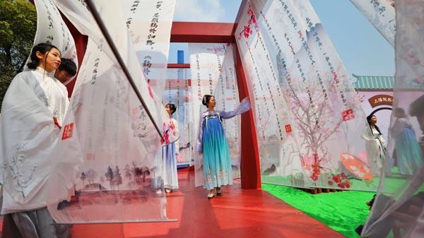 视频 | 百名汉服爱好者同游园 感受最美四月的诗情画意