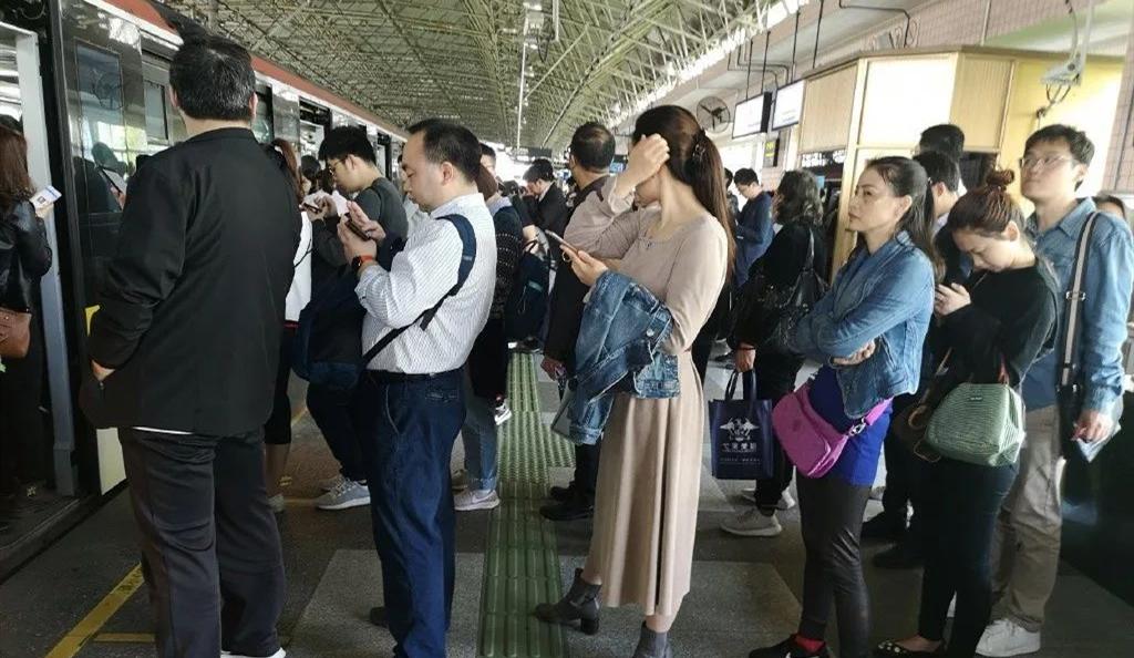 上海地铁1、2、3号线,是兄弟就一起坏!