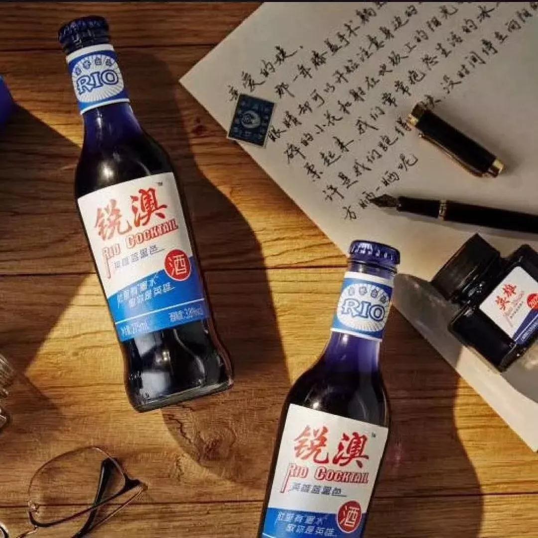 阿拉从小用到大的英雄牌蓝黑墨水,竟然变成鸡尾酒了!
