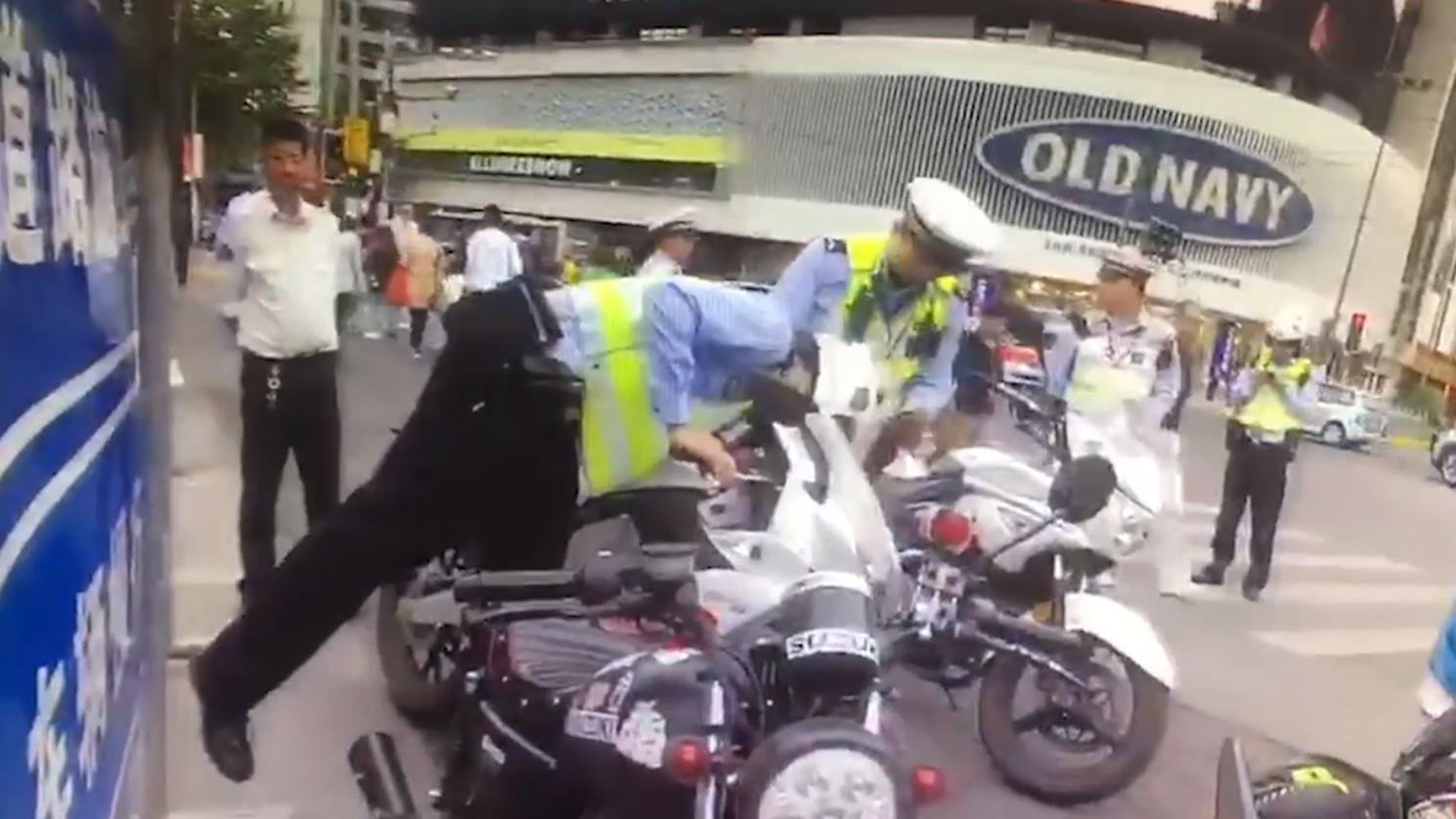 视频 |  视频巡逻与现场民警联动 成功拦截3辆违法摩托车