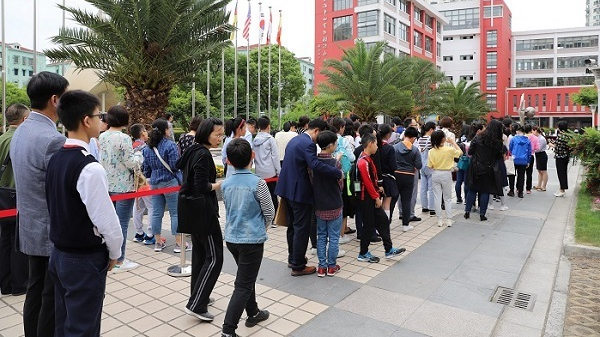 上海市民办中小学举行面谈 懂合作、擅交流、爱创新的孩子受青睐