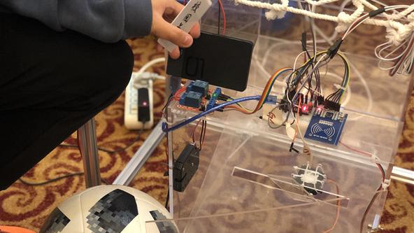 搞创新,首先要有一颗温暖的心 申城科创少年携成果亮相上海市青少年科技节