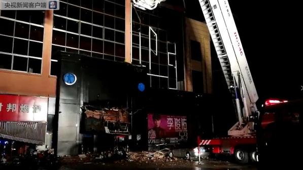 广西百色一酒吧发生坍塌 已疏散救出64人