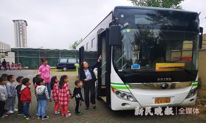 乘坐公交有学问 交通文明进校园