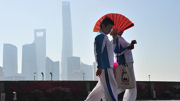 """没有最高只有更高!上海气温火箭式""""蹿升"""" 明预计最高温33℃"""