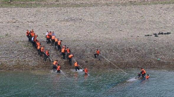 贵州贞丰船只侧翻事故新发现5人生还 仍有3人失联