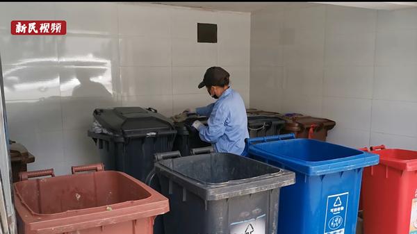 新民拍客 | 垃圾房比家里还干净!闵行一小区保洁员坚持21年做了这些事
