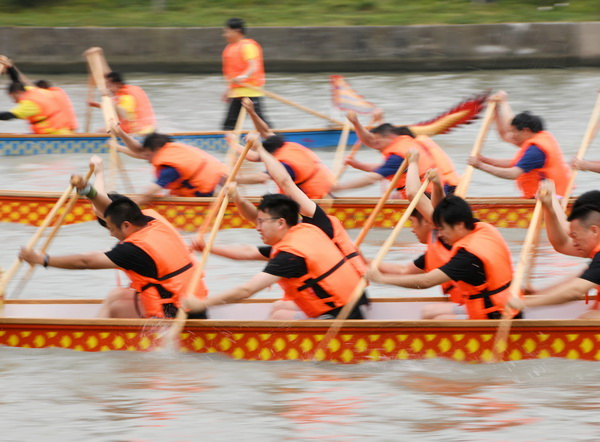 端午龙舟赛火热开桨 32支队伍竞渡龙泉港
