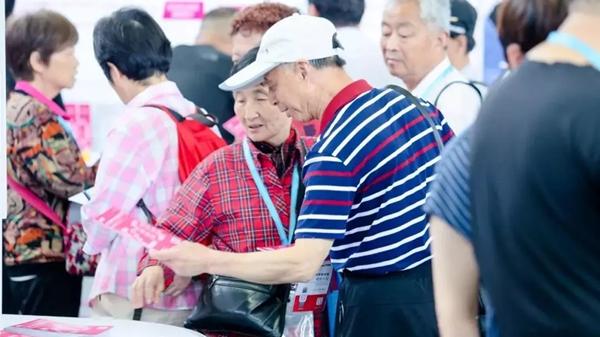 一对老夫妻活到95岁至少要130万是真的,但日本养老业最值得关注的是这些