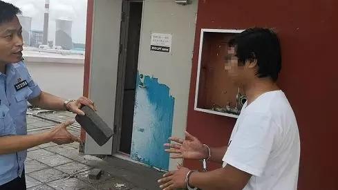 河南平顶山男子喝酒后从27楼扔下砖块,砸中小学生手背(图5)