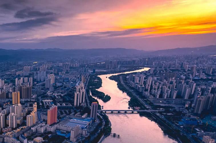 无敌了!上海人可以躺着去兰州啦!睡一晚就到!西部美景一网打尽!