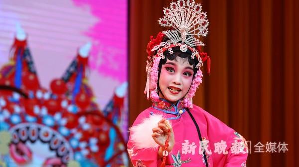 中国少儿戏曲小梅花荟萃展演在沪举行