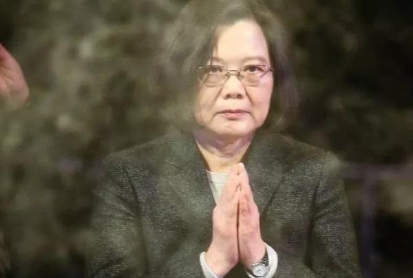 """""""泥菩萨""""蔡英文称暴徒为朋友,台湾人民必将唾弃她!"""