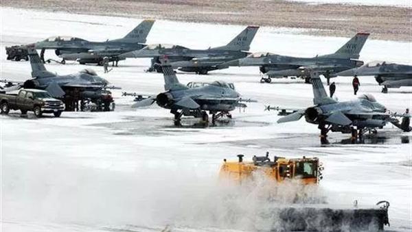 美国要跟俄罗斯争抢北极?美国老兵:没钱没人拿啥争!