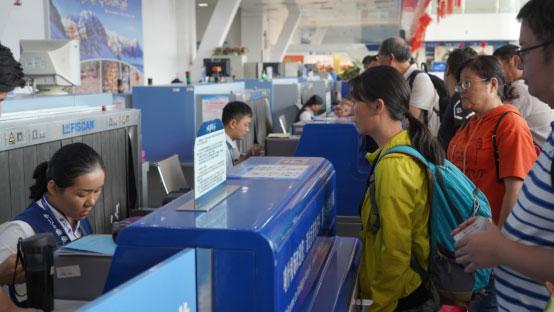 东方航空助力援疆包机游 保障滞留游客安全出行