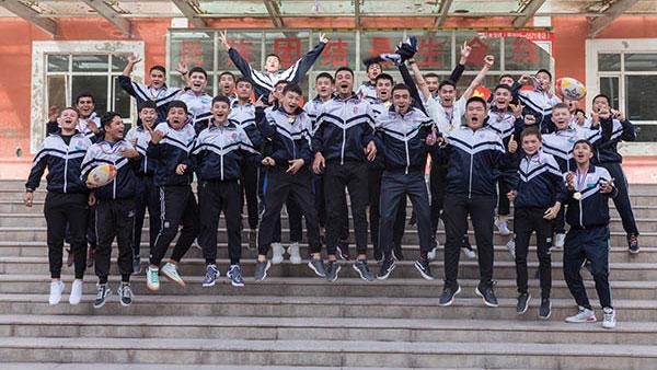 浦东教师带出新疆首支高中生橄榄球队