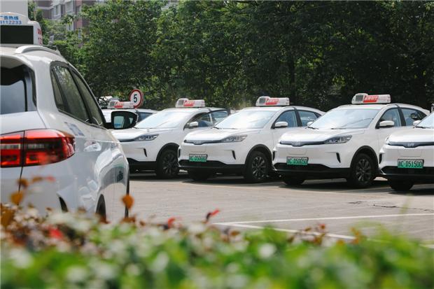 威马EX5出租车上线满月迎第5万名乘客