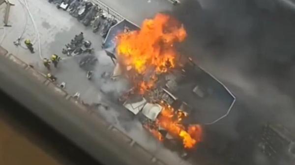 视频 | 刚刚,上海市中心一电瓶车自燃,黑烟几公里外可见