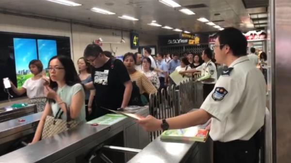 视频 | 上海地铁试点安检快捷通道 申请获邀方可尝鲜
