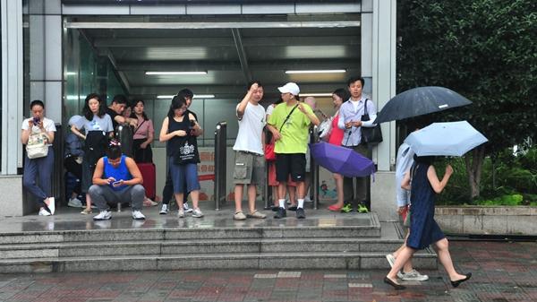 出伏了!上海今天多云 局地午后阵雨 最高温33℃