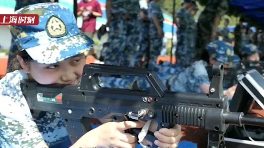视频   模拟仿真射击,体验真实沙场!上海高校首次采用激光打靶军训