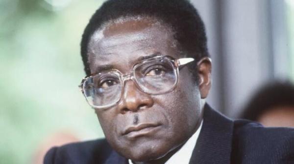 """穆加贝去世!跳开西方""""人设"""",我们重新认识这位95岁的老人吧"""