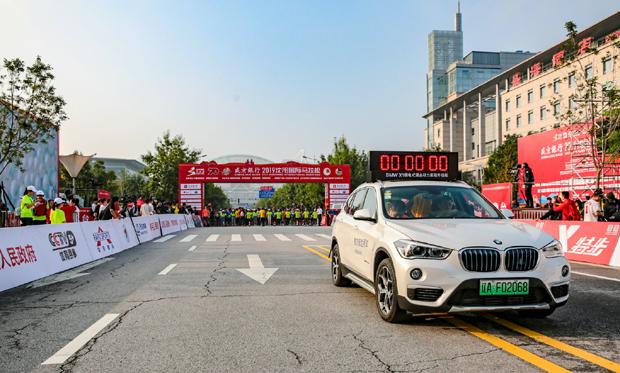 宝马携X1插电混动里程升级版助力2019沈阳马拉松