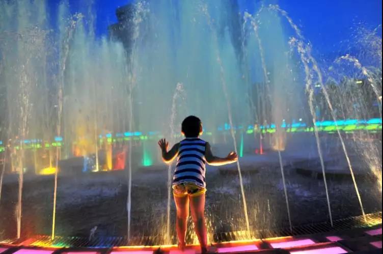 人广音乐喷泉要重新亮相啦,没想到却引发了一波回忆杀~