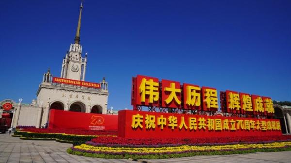 """时政新闻眼丨习近平参观的这条新中国70年""""时光隧道"""",邀你先睹为快!"""