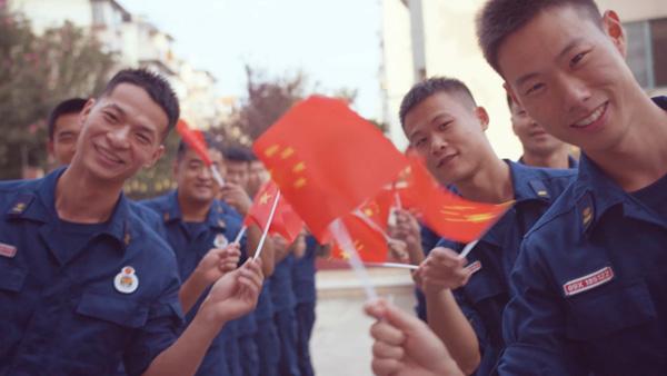 视频 | HIGH FIVE!他们用掌印绘制国旗