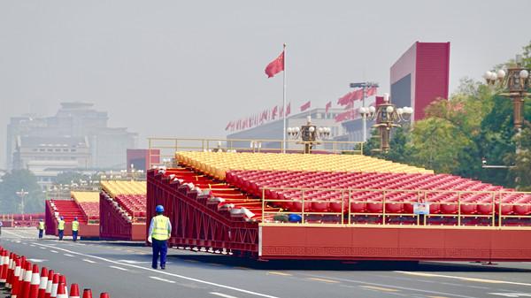 视频 | 庆典倒计时 北京天安门广场开始铺座椅啦!