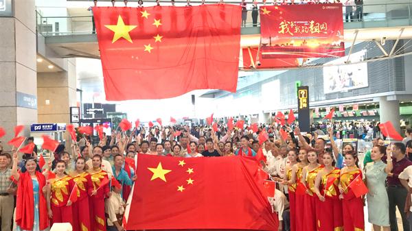 视频 | 《我和我的祖国》在虹桥机场唱响,十一期间多项措施保障游客出行