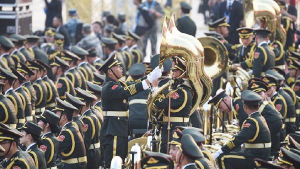 新中国阅兵史上最大规模军乐团亮相国庆70周年庆祝活动现场