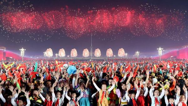 张艺谋团队详解国庆广场大联欢 奇思妙想是怎么来的?