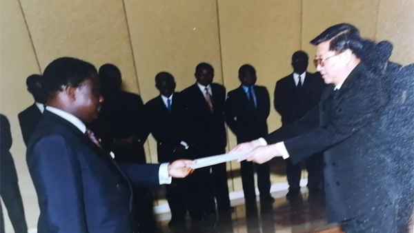 共和国大使忆外交风云⑤丨刘立德:在非洲放映《白毛女》